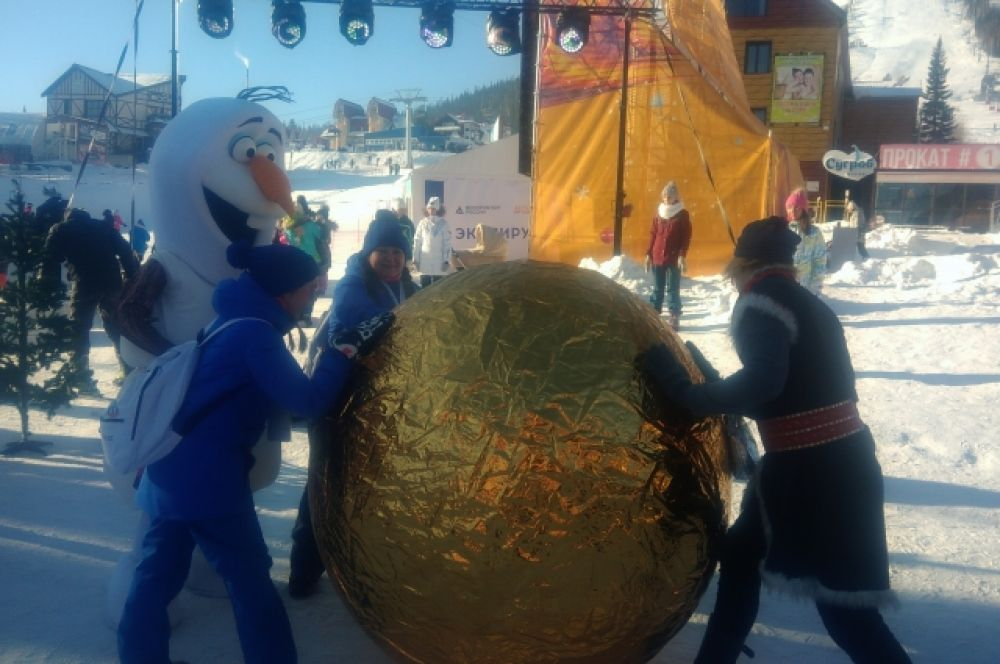 15 ноября на семейном фестивале «Нашествие сказок» работали интерактивные площадки, гости фотографировались с героями сказок и мультфильмов.
