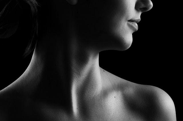 Проблемы с щитовидной железой могут маскироваться под стресс и усталость.