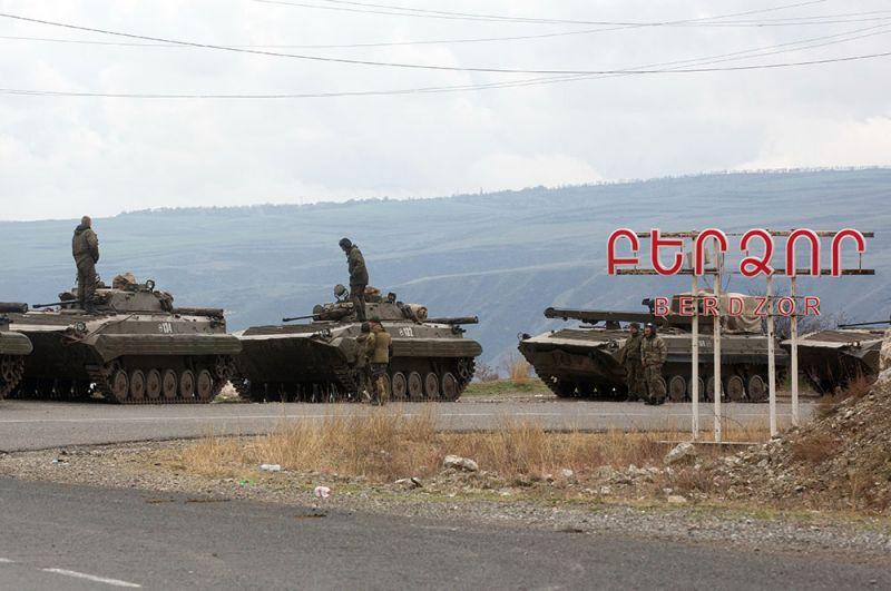 Боевые машины пехоты российских миротворцев в Нагорном Карабахе.