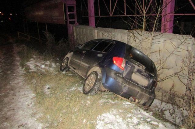 Пьяный водитель без прав врезался в столб в Ижевске