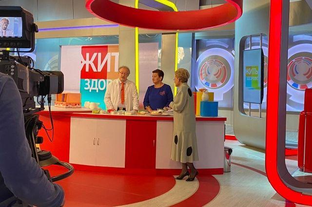 Экспертом на Первом канале выступила специалист красноярского ЦСМ Надежда Воронкина.