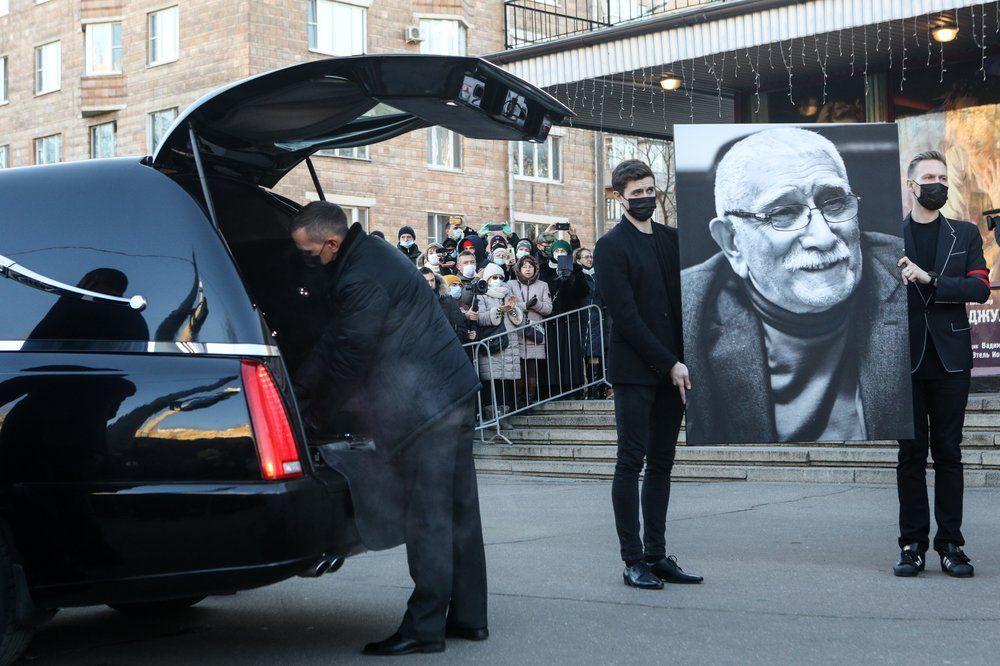 Церемония прощания с актером театра и кино, народным артистом СССР Арменом Джигарханяном в Московском драматическом театре.