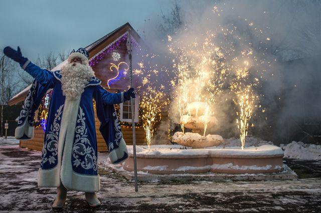 Пора писать письмо Деду Морозу. Отправить его можно насайте dedmorozmos.ru/.