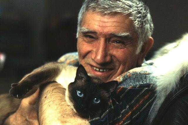 Самым преданным другом был... кот Фил.