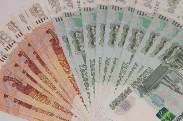 У жителя Хабаровска 20-летняя подруга украла почти 300 тыс рублей