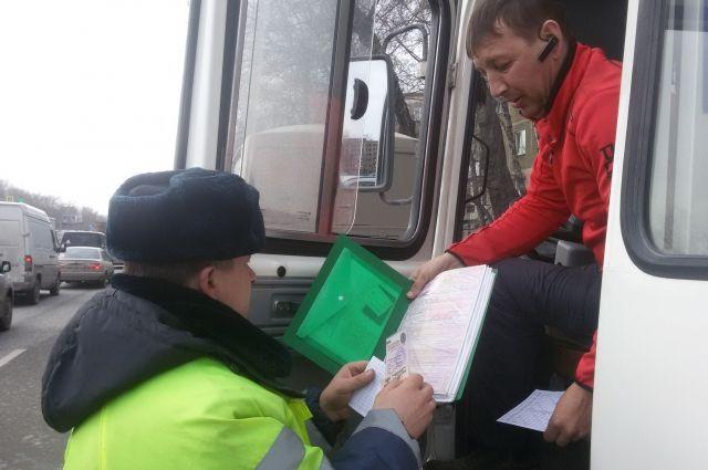 Проверки пройдут во всех видах общественного транспорта в Новосибирске и области. Нежелающих надеть маску пассажиров будут высаживать.