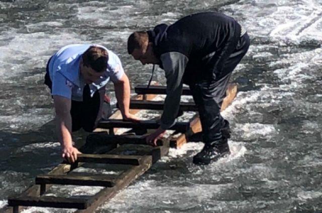 За месяц в Свердловской области пять человек провалились под лёд