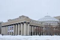 Первый этап реконструкции сквера за оперным театром в Новосибирске завершен. Работы продолжатся весной 2021 года.
