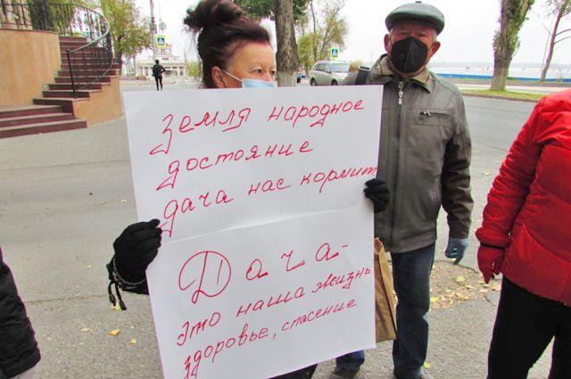 Надежда Андреева выступала в защиту всех дачников.