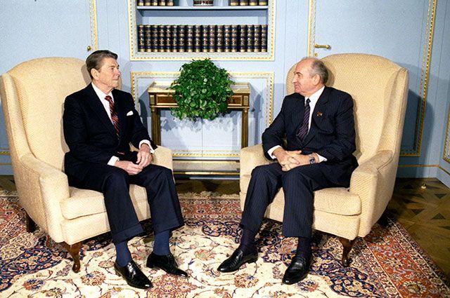 Михаил Горбачев и Рональд Рейган в Женеве.