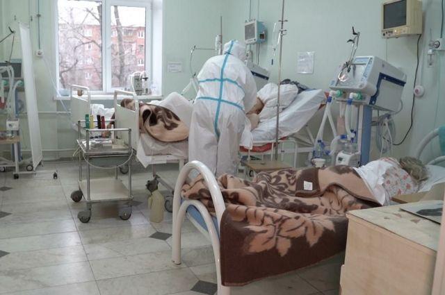 425-й военный госпиталь Новосибирска увеличил количество коек для лечения пациентов с коронавирусом на 50%.