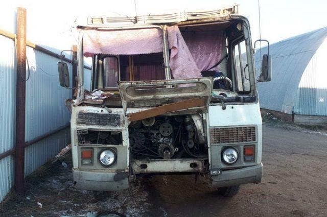 В Бузулуке произошло столкновение рейсового ПАЗа с КАМАЗом.