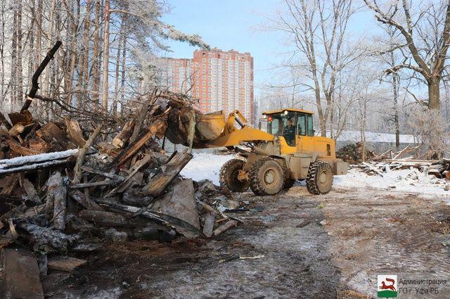 Общественники выступили против вырубки деревьев на объекте.