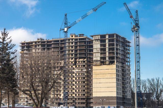 Ажиотажный спрос на первичном рынке недвижимости зарегистрировали в Новосибирской области. За октябрь 2020 года жители региона купили в два раза больше квартир в новостройках, чем за этот же месяц 2019 года.