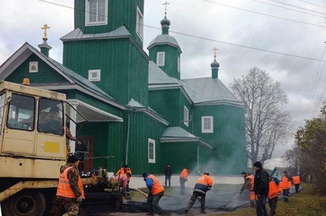 Дорогу возле храма, наконец, отремонтировали.