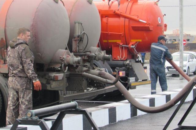 Маски и перчатки стали одной из главных причин засоров канализации в Тюмени