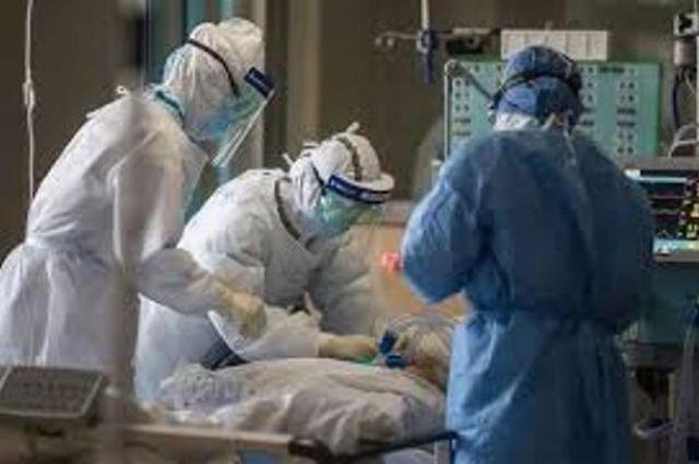 Минздрав назвал число коек с подведенным кислородом для больных COVID-19.