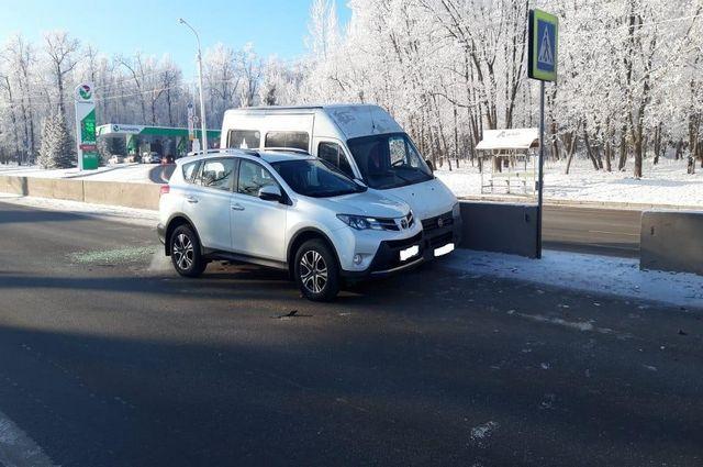 80-летний пассажир микроавтобуса пострадал в ДТП с иномаркой в Уфе