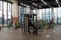 После проверок, проведенных Министерством министр промышленности, торговли и развития предпринимательства Новосибирской области, фитнес-центры поменяли расстановку тренажеров для соблюдения социальной дистанции.