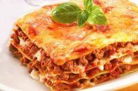 Итальянская кухня: лазанья с мясным фаршем и пармезаном