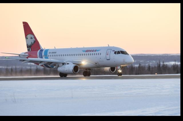 В Салехард из-за плохой погоды вернулся самолет, вылетевший в Новый Уренгой