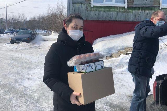На Ямале школьники-льготники 6-11 классов получат продуктовые наборы