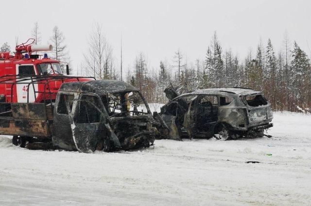 На трассе Сургут – Салехард в ДТП погиб один человек, четверо травмированы
