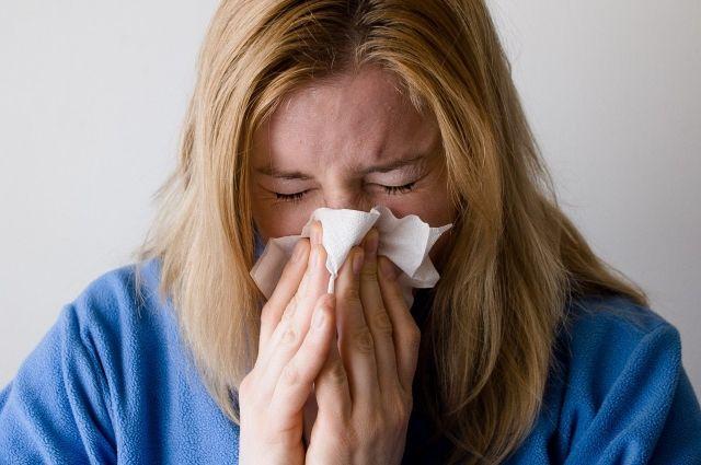 Инфицированный человек заразен еще до появления основных симптомов.