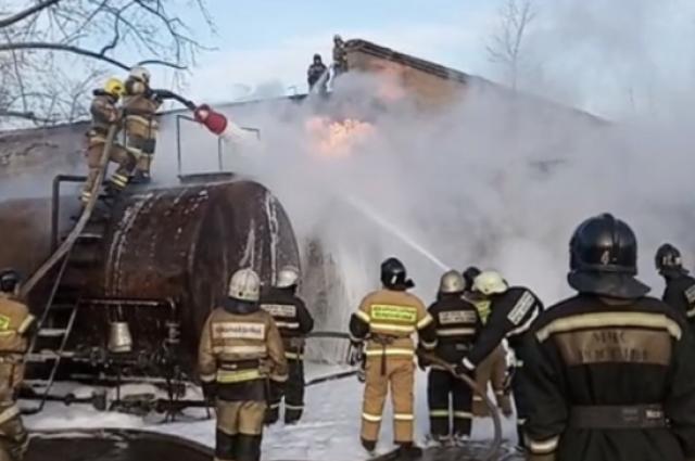 На пожар выехали 11 машин и 47 человек личного состава.