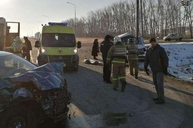 Водитель Chery погиб после столкновения с Kio Rio на трассе в Башкирии