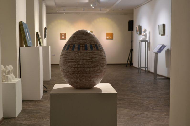 Яйцо с окошками — символ не только жизни, но и мира, Вселенной.