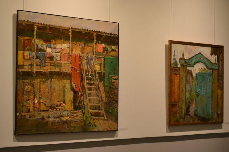 В соседнем зале расположилась выставка Ольги Карпачёвой «Спешу сохранить».