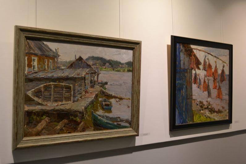 Живописец старается запечатлеть на холсте уходящую натуру, будь то деревянный дом в Вологде, рыбацкая лодка на Печоре или покосившийся сарай в польской глубинке.
