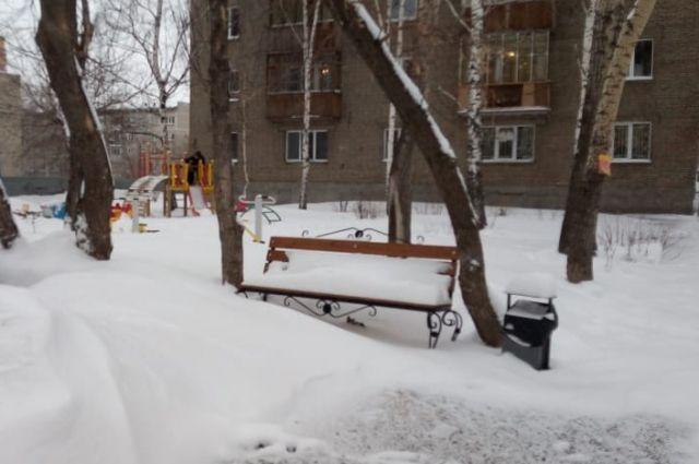 Снег может привести к затруднениям движения на дорогах.