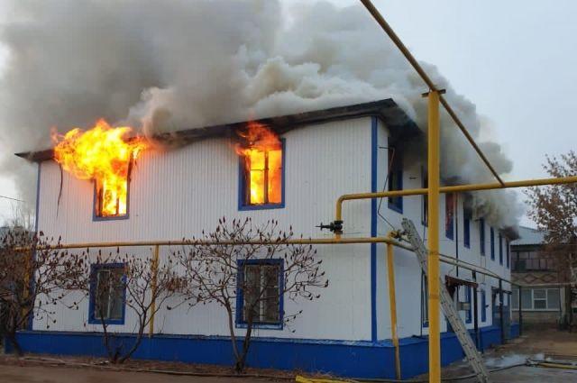 Обеспечение 20 спасенных из горящего дома в Курманаевке людей жильем взято на контроль прокуратуры.