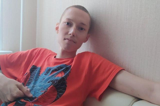 У 19-летнего юноши диффузная В-клеточная крупноклеточная лимфома.