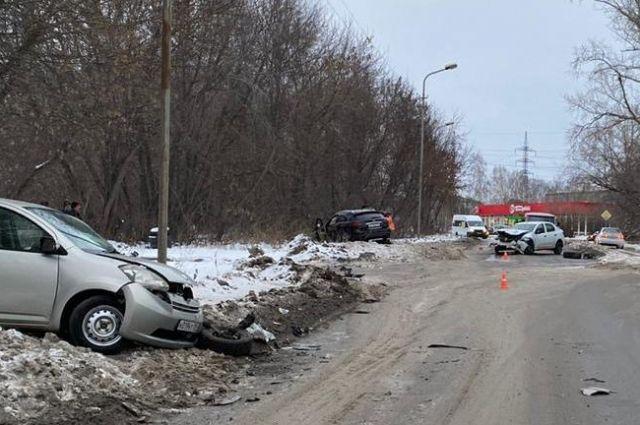 Участник тройного ДТП ушел с места аварии пешком.