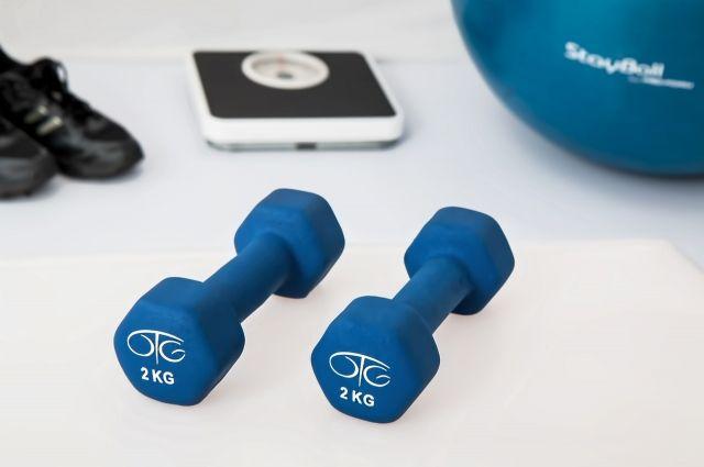 Фитнес-клубу запретили использовать музыку во время тренировок 30 дней.