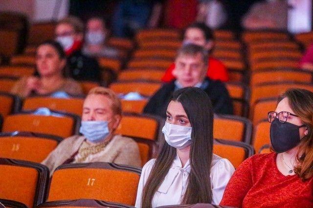 Впервые на открытии фестиваля документального кино зал был заполнен лишь наполовину — по требованию Роспотребнадзора.