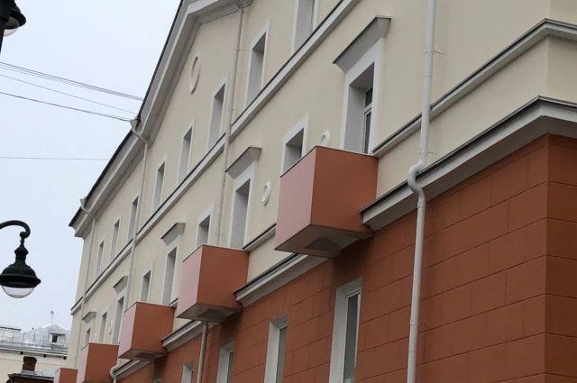 По поручению губернатора края Дмитрия Махонина фонд капремонта прорабатывает вопрос нанесения антивандального покрытия на вновь отремонтированные фасады многоквартирных домов.