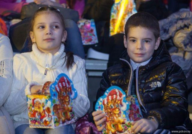 Губернаторская елка в Новосибирской области в этом году пройдет без зрителей: из-за пандемии коронавируса праздничное мероприятие проведут в онлайн-формате.