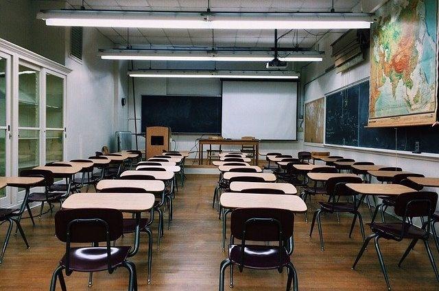 Деятельность пяти классов приостановлена в четырех школах Тюменской области
