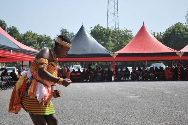 В Гане на похороны приглашают музыкантов и танцоров.