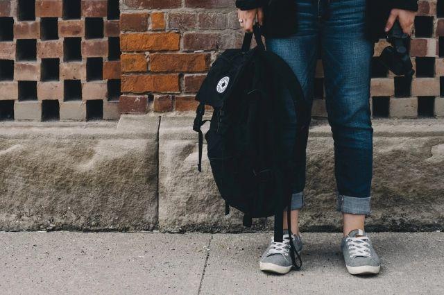 У подростка забрали мобильник и рюкзак