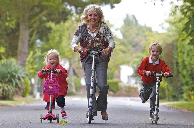 Пусть встречи с внуками будут чуть реже, зато какой пример вы им подадите, если будете счастливы и полны жизни!