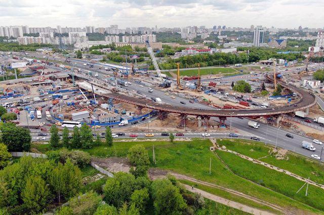 Реконструкция Волоколамского шоссе подходит к концу. Финальный участок – от реки Сходни до МКАД – вместе с развязкой должны быть готовы до конца декабря 2020 г.
