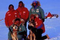 Полярник Виктор Боярский в числе участников экспедиции «Трансантарктика», за 221 день преодолевших 6500 км на лыжах и собачьих упряжках. За это достижение он внесен в Книгу рекордов Гиннесса.
