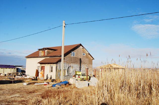 За семь лет построиться, и то не до конца, смогли лишь три семьи.