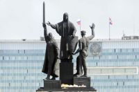 Памятник «Героям фронта и тыла», установленный на эспланаде в Перми, открыли 9 Мая 1985 г. в честь 40-летия Победы в Великой Отечественной войне.