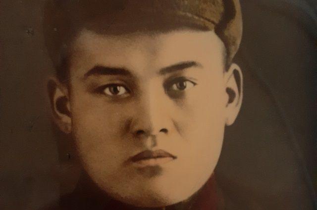 Красноармеец Нурболат Уразымбетов. Осень 1938 года. Фото из семейного архива.